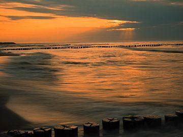 Stimmungsvoller Sonnenuntergang an der Ostseeküste von Katrin May