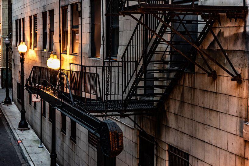 Brandtrap gietijzer en lantaarns in Chicago van Okko Huising - okkofoto