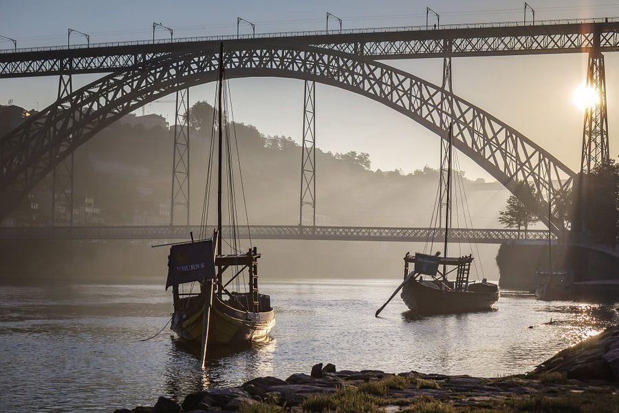 Sunrise @ Ponte Dom Luís 1 van Steve Mestdagh