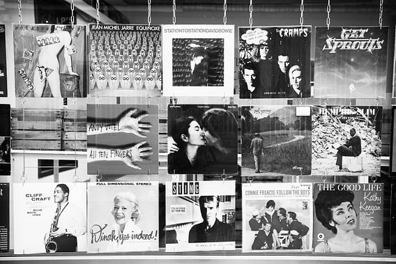 Blond Beeld Straatfotografie.  Etalage in Antwerpen