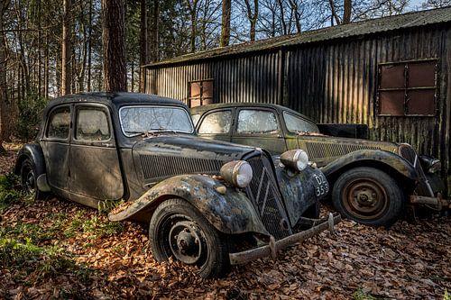 verlaten plekken Citroen Traction avant in het bos
