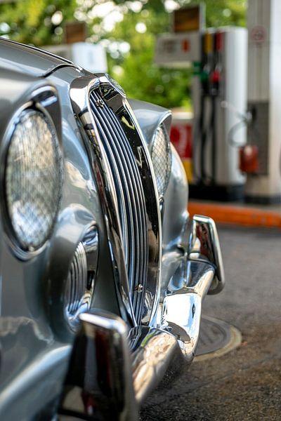 Radiator grill of an old car van Stefan Heesch