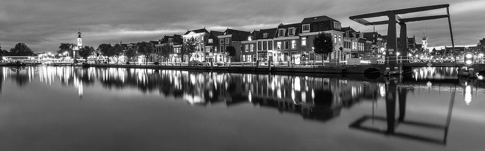 Bierkade Alkmaar zwartwit 16*5 van Sven van der Kooi