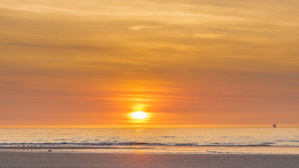 Zonsondergang op Vlieland van Joop Gerretse