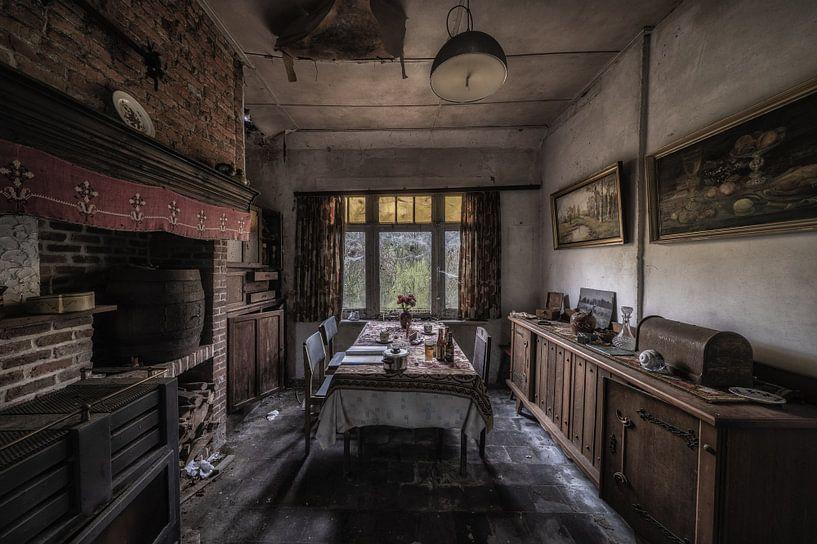 Wohnzimmer eines verlassenen Hauses in Belgien von Steven Dijkshoorn