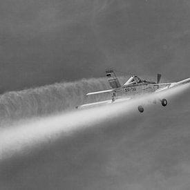 PZL-106 Kruk im Einsatz in schwarzweiß von Tilo Grellmann | Photography