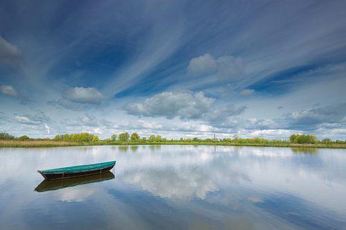 Vissersbootje in de Ooijpolder bij Nijmegen. van