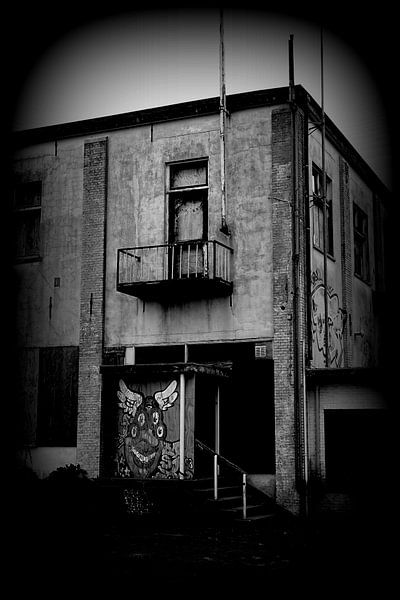 Eng gebouw  van Angelique Roelofs