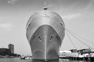 SS Rotterdam Schiff - Schwarzweißfotografie von Marja Suur