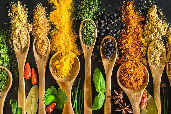 Kruiden op pollepels, herbs on wooden spoons