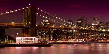 MANHATTAN Brooklyn Bridge at Night sur Melanie Viola
