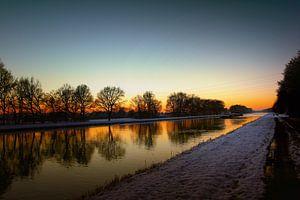Winterzon vroege ochtend waterfront
