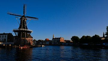 Molen de Adriaan aan het Spaarne in Haarlem van Remco van Kampen
