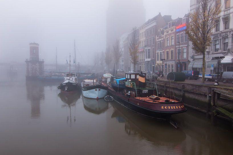 Rotterdam in de mist van Ilya Korzelius