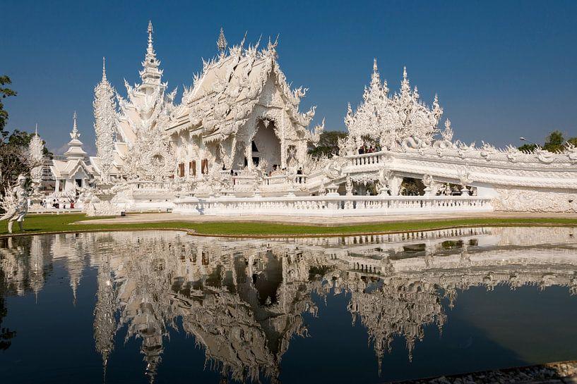 White Temple  Witte Tempel. Thailand van Coby Zwartbol