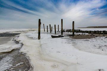 Bevroren Waddenzee bij de oude haven van De Cocksdorp op Texel. van Margreet van Beusichem