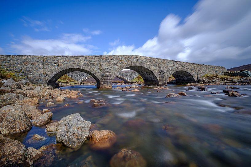 De oude brug bij Sligachan van Koos de Wit