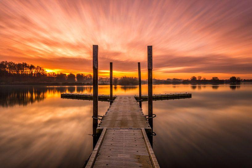 Sunrise at the lake von Bert Beckers