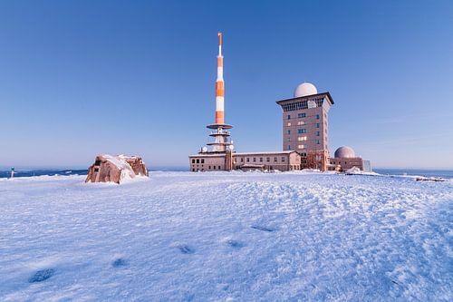 Verschneite Landschaft auf dem Brocken van Oliver Henze