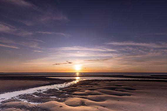 Zonsondergang aan het strand in Zeeland