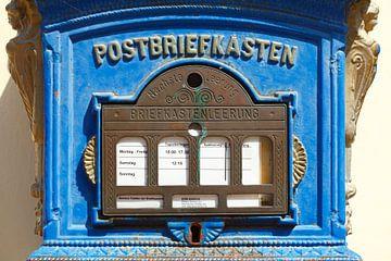 Alter blauer Briefkasten