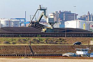 Koleneiland in de haven van Duisburg (7-25243) van Franz Walter
