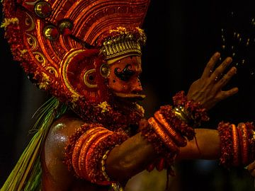 Gott des Feuers in Indien von Rik Plompen