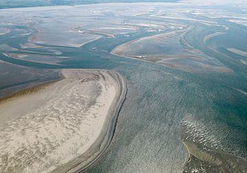 Droogvallende zandplaten tijdens eb in de Waddenzee van Sky Pictures Fotografie