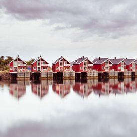 Vissershuisjes in Svolvaer Noorwegen van Hilda Weges