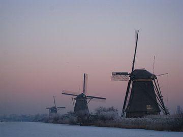 Kinderdijkse molens bij zonsopkomst van Saskia Hoks