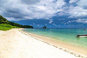 Zandstrand op het Seychellen eiland Mahé van Reiner Conrad