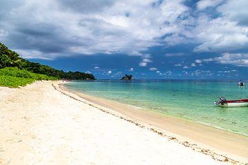 Sandstrand auf der Seychelleninsel Mahé von Reiner Conrad