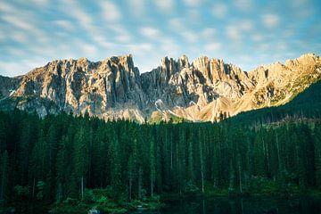 Zonsopgang aan de Karrersee in Zuid-Tirol van road to aloha