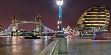 London Bridge and City Hall van