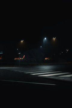 Berlijn Brandenburg Luchthaven bij nacht van Lorenz Groche