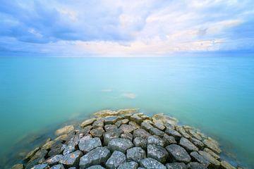 Shimmering lake van Roelie Steinmann