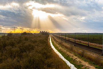Zonnestralen door het wolkendek van Brian Morgan