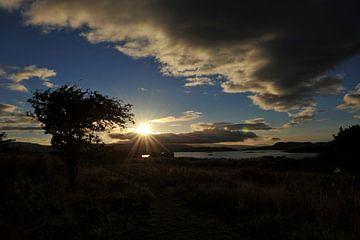 Zonsondergang vol contrast van Annick Cornu