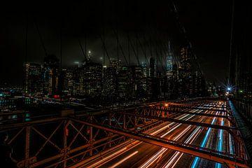 Sentiers de lumière du pont de Brooklyn sur