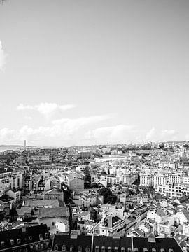 Lissabon van bovenaf | Reisfotografie Portugal | Zwart wit van Raisa Zwart