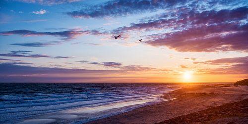 Zeeuws strand bij zonsondergang