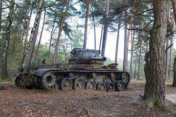 Verlassener Panzer im Wald, urban exploring Deutschland von Ger Beekes