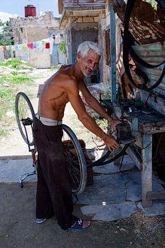 Mécanicien cubain de bicyclettes