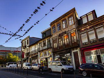 Buntes Straßenbild von Porto von Daan Duvillier