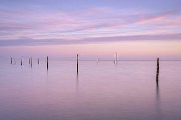 Sfeervolle zonsopkomst bij het Markermeer van Sander Grefte