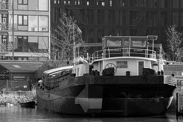 Amsterdamer Hafen in Schwarz-Weiß von scheepskijkerhavenfotografie