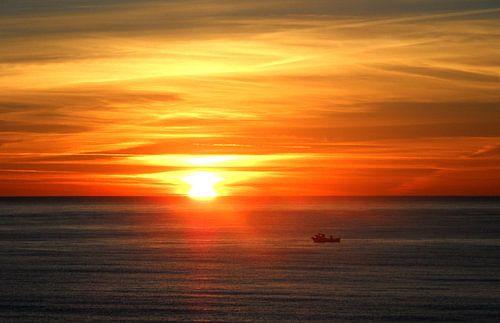 Sonnenaufgang mit Boot van