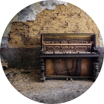 prachtige piano in verval van Kristof Ven