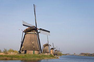 Windmühlen mit Wasser im Abendlicht, Kinderdijk von Ger Beekes