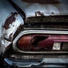 Ein verlassener verrosteter Oldtimer Datsun 120y von Paul Wendels